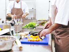 池袋西武内の和惣菜店(調理)