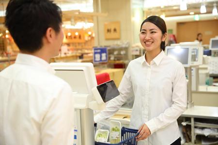 株式会社チェッカーサポート(9422 京王新宿店 おにぎり店 派遣販売スタッフ)のバイトメイン写真
